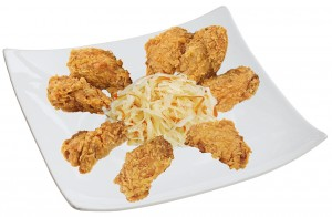 M11. Smažená kuřecí křídla, salát - 89 Kč
