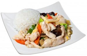 M6. Kuře se zeleninou, rýže - 85 Kč