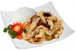 M8. Kuře s bambusem a houbami, rýže - 89 Kč
