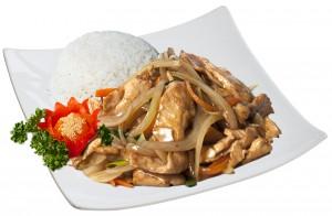 M9. Kuře na cibuli, rýže - 85 Kč